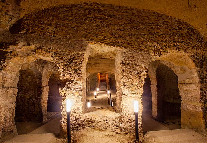 The Rosso Conero and the Grotte di Camerano tour: every Wednesday