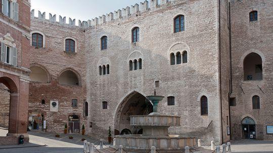 Cultural city tours. Fabriano, Arcevia, Osimo