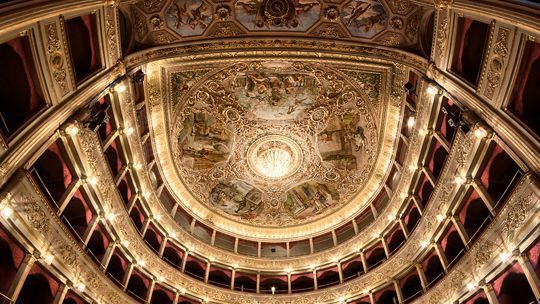 Rossini tours Theatres and Opera music
